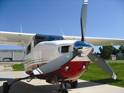 Cessna 210 with 3-blade MTV-9