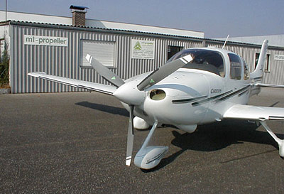 Cirrus SR 22 with 3-blade MTV-9